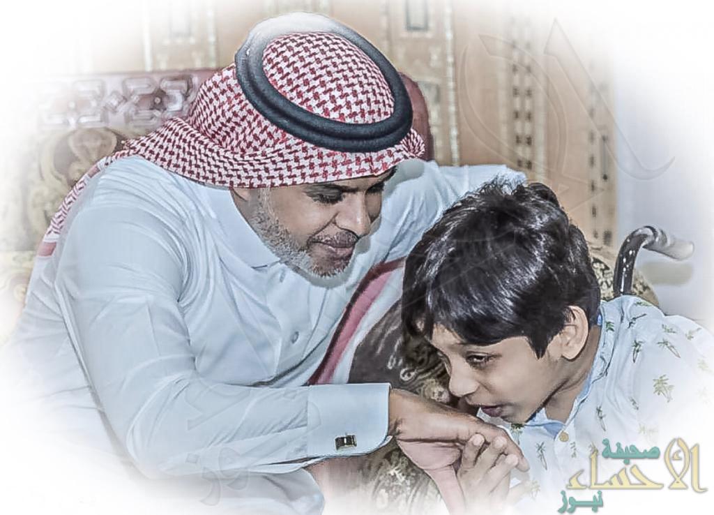 """في رسالة لـ""""الأحساء نيوز"""".. أب يكتب: هذه قصة ابني """"عبداللطيف"""" صاحب """"أجمل ابتسامة"""""""