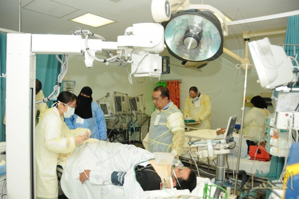 نقل مصابين حافلة عسكرية في فرضّية بمستشفى الحرس الوطني بالأحساء