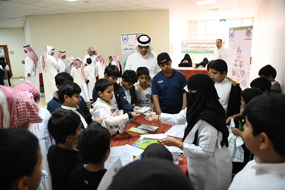 400 طالب وطالبة يستكشفون مسببات مرض السكري