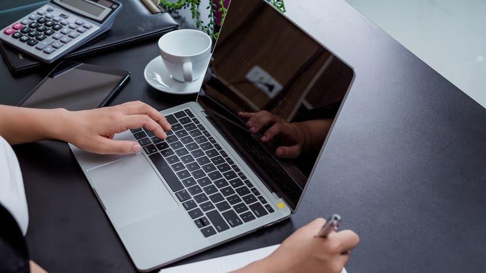تعرّف عليها .. 5 أخطاء شائعة قد تؤدي لتلف حاسوبك المحمول عليك تجنبها