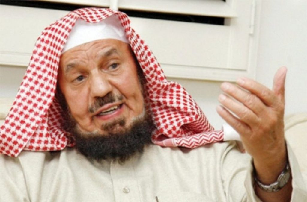 """شاهد .. """"المنيع"""" يوضح حكم تلاوة القرآن من الجوال دون وضوء"""