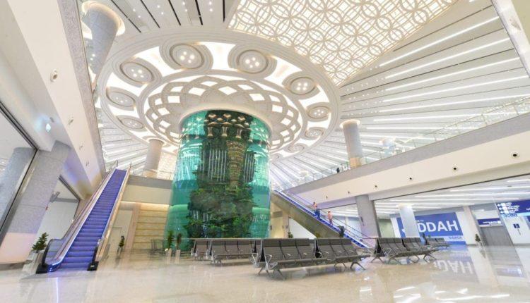 شاهد … مطار جدة يحتضن أكبر حوض أسماك في مطارات العالم