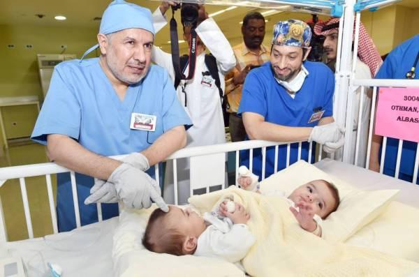 الربيعة يوضح حالة التوأمين الليبيين ويؤكد: أكثر من 60 مختصاً يتابعون حالتهما