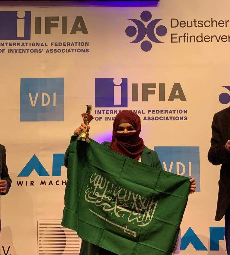 """""""طالبة طب"""" تحقق المركز الأول وترفع علم المملكة بمعرض للمخترعين في ألمانيا"""