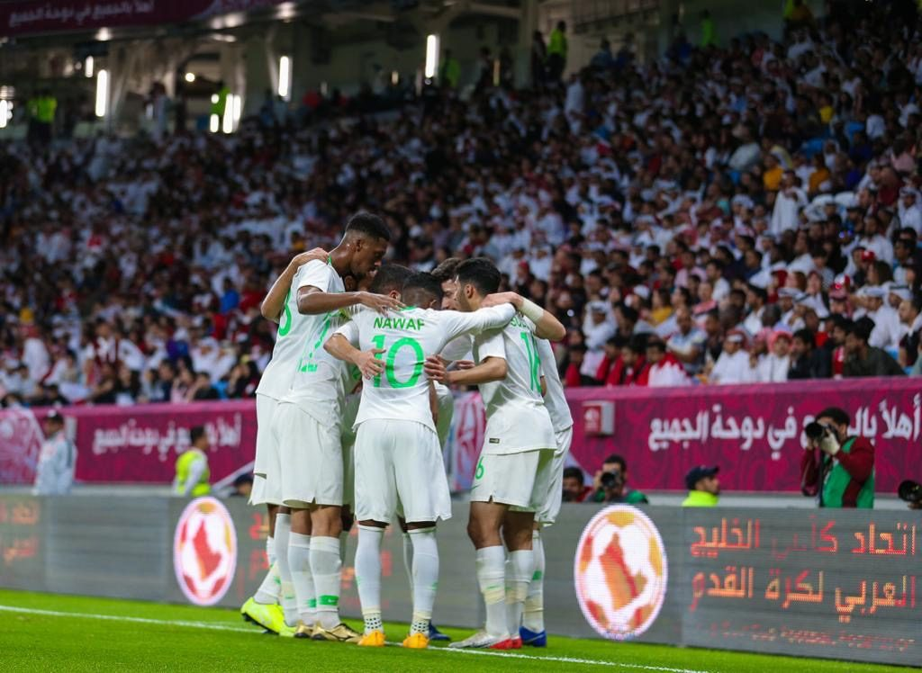 """خليجي 24.. """"المنتخب السعودي"""" يهزم قطر و يضرب موعدا مع """"البحرين"""" في النهائي"""