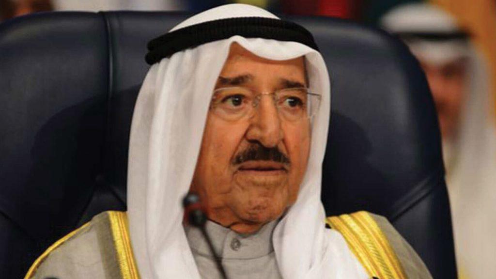 أمير الكويت يعزي خادم الحرمين في وفاة الأمير متعب بن عبدالعزيز