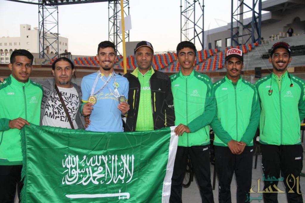 """لاعب المنتخب السعودي للدراجات الخويتم يحقق ميداليتين """" ذهبية وفضية """" في عربية المضمار"""