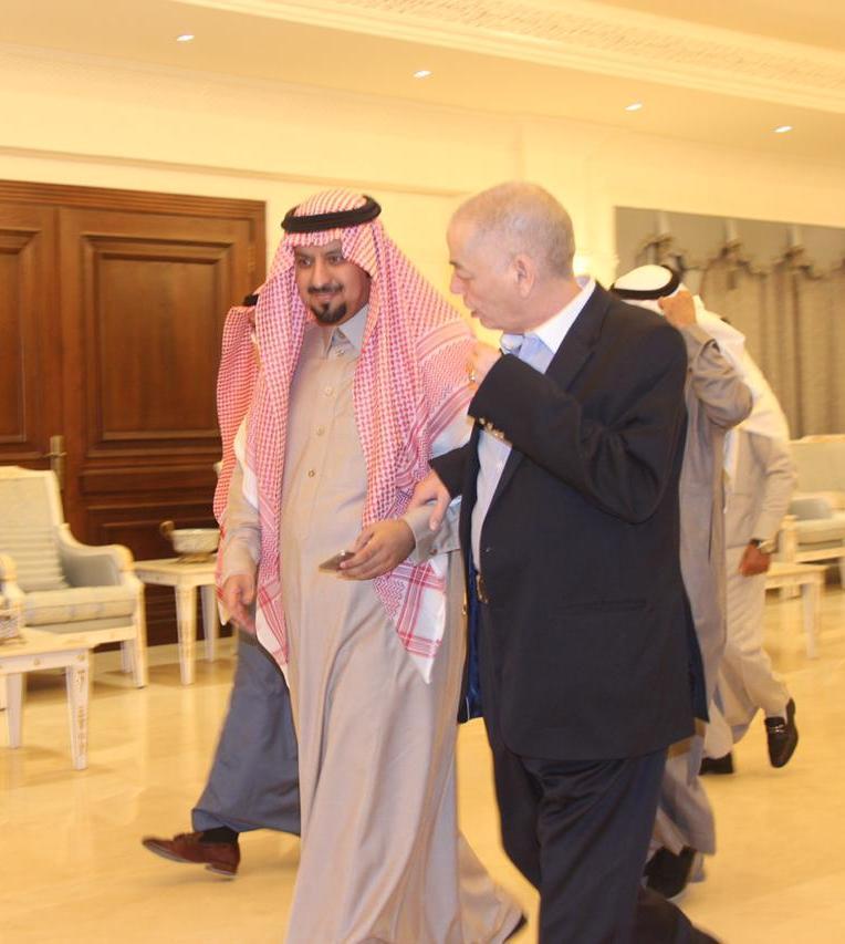 """بالصور… سفير المملكة الأردنية في ضيافة """"الماجد"""""""