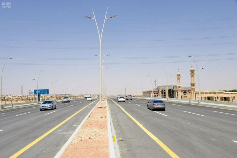 المرور يوضّح : هذه عقوبة السير على أكتاف الطريق