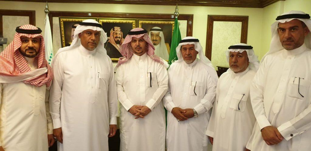 """مطالب اللجنة الأهلية بحي """"الملك فهد"""" وماجاوره على طاولة مدير """"تعليم الأحساء"""""""