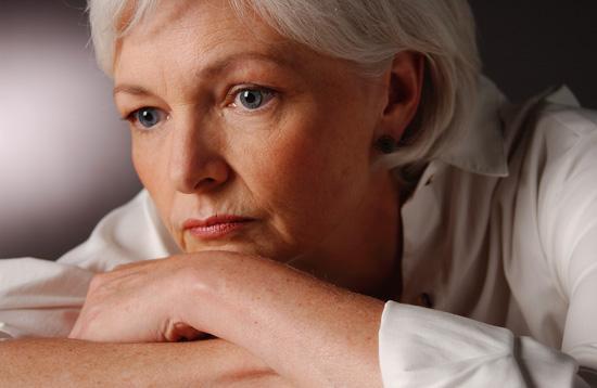 """""""الحلويات والحبوب المصنعة"""" أكثر مسببات الأرق… للنساء الكببرات سناً"""