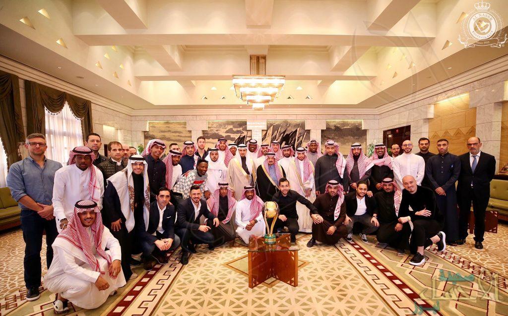 """الأمير فيصل بن بندر أمير منطقة الرياض يستقبل """"النصر"""" بطل كأس السوبر"""