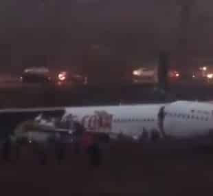 إصابة 52 راكبًا… نتيجة تحطم وانشطار طائرة تركية لنصفين