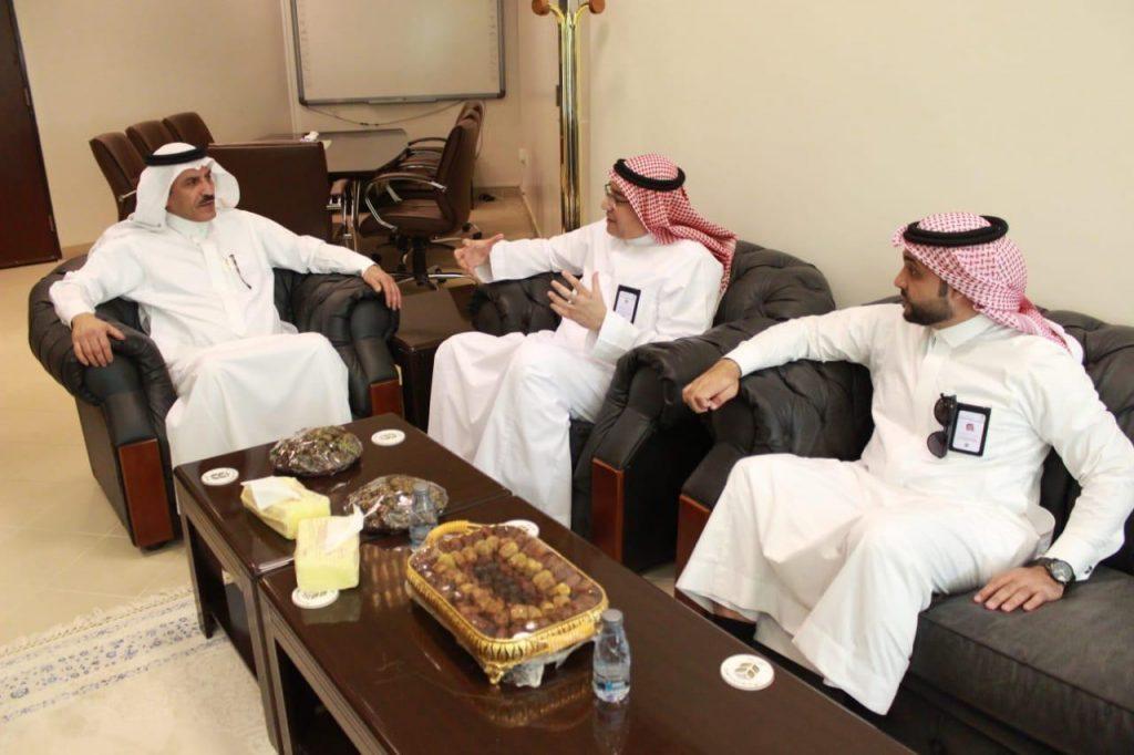 """""""الحسيني"""" يبحث أوجه التعاون مع مدير عام التنمية الإقتصادية بمنطقة المدينة المنورة"""