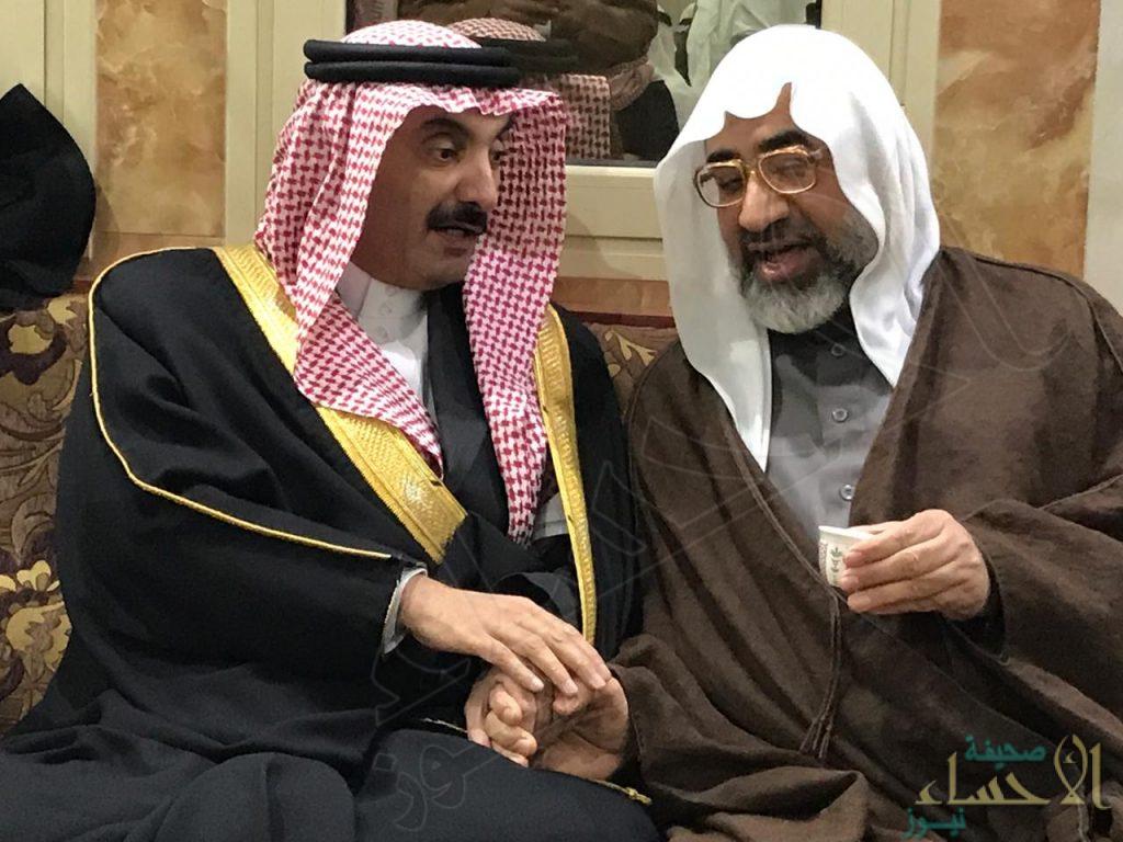 """الأمير عبدالعزيز بن محمد بن جلوي يقدم واجب العزاء لأسرة """"الهاشم"""""""