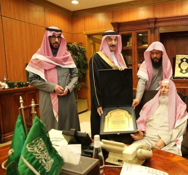 مفتي المملكة يستقبل مشرف مؤسسة الأمير محمد بن فهد للقرآن والسنة والخطابة