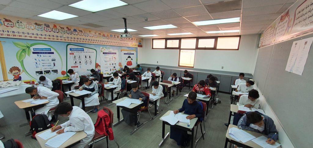 بالصور… أكثر من 53000 ألف طالبٍ وطالبة يؤدون الاختبارات التحصيلية التجريبية بمدارس الأحساء
