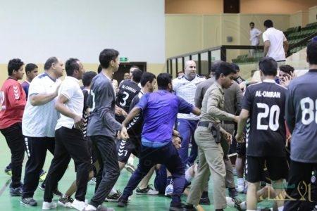 """بعد اشتباك عنيف """"اتحاد اليد"""" يوقف 5 من لاعبي العمران والعدالة !"""