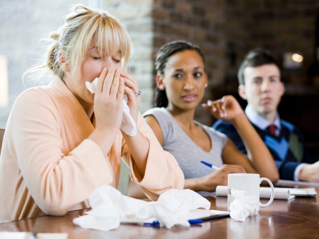 8 نصائح للحد من الإصابة بفايروس كورونا خلال العمل