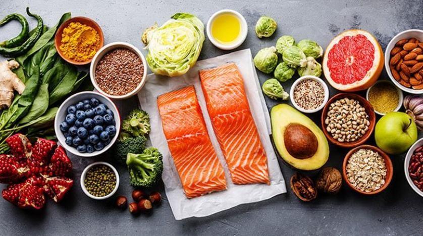 باحثين يقترحون نظامين غذائيين لإبطاء الشيخوخة المبكرة