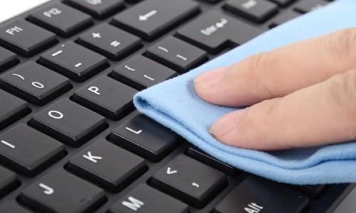 خطوات بسيطة لتنظيف جهاز الحاسوب المحمول.. تعرف عليها
