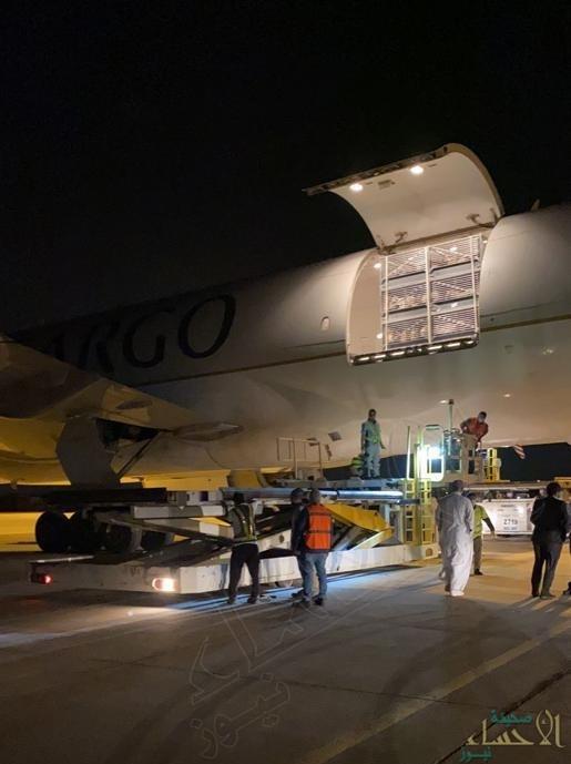 """بالصور… محجر """"مطار الأحساء الدولي"""" يستقبل أكثر من 3000 """"رأس غنم"""""""