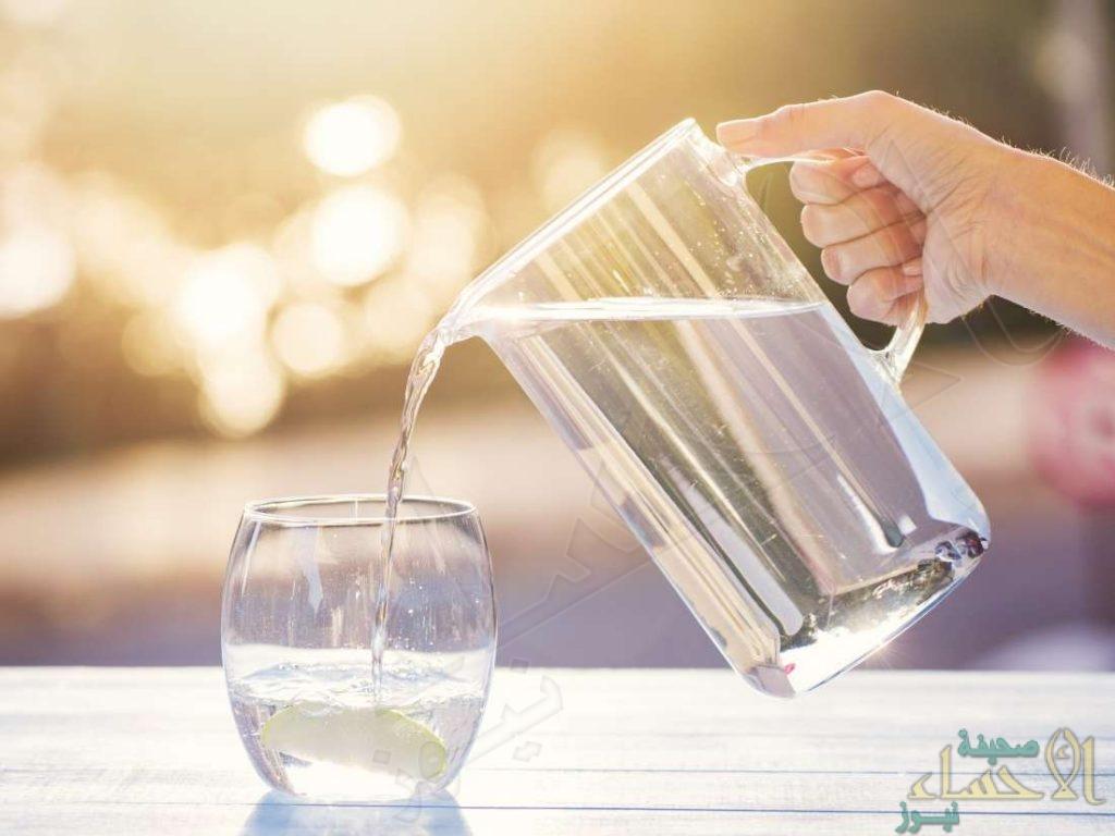 هل شرب الماء الملوث بكورونا يصيب بالعدوى؟ .. الأطباء يجيبون