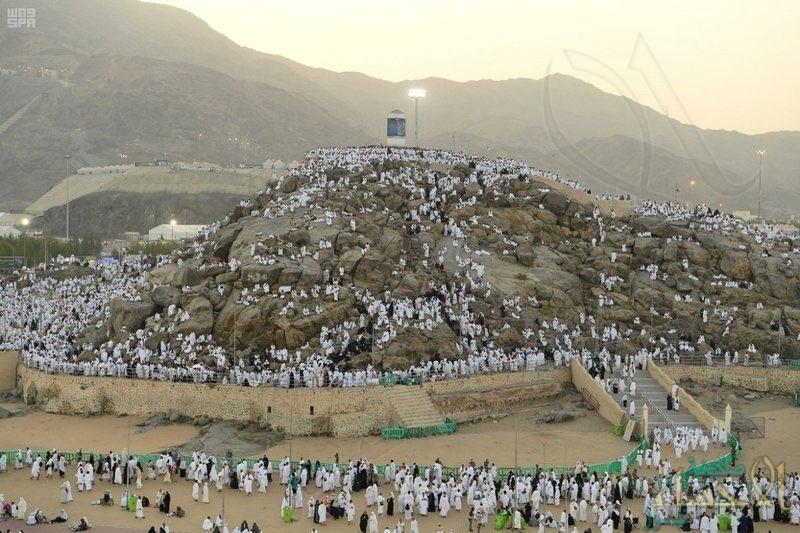 """وزير الحج والعمرة يعلن نجاح تصعيد """"الحجيج"""" إلى مشعر عرفات وفق الإجراءات الوقائية"""