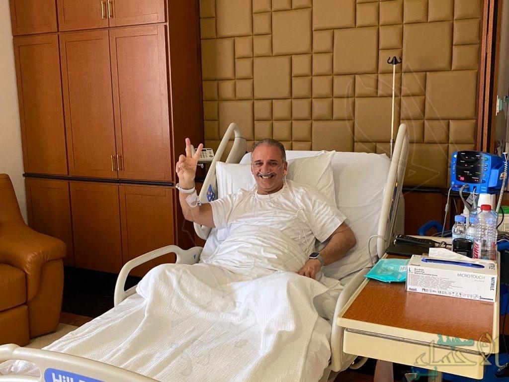"""شاهد.. الأمير الوليد بن بدر من داخل المستشفى: """"تجاوزت المرحلة الحرجة"""""""