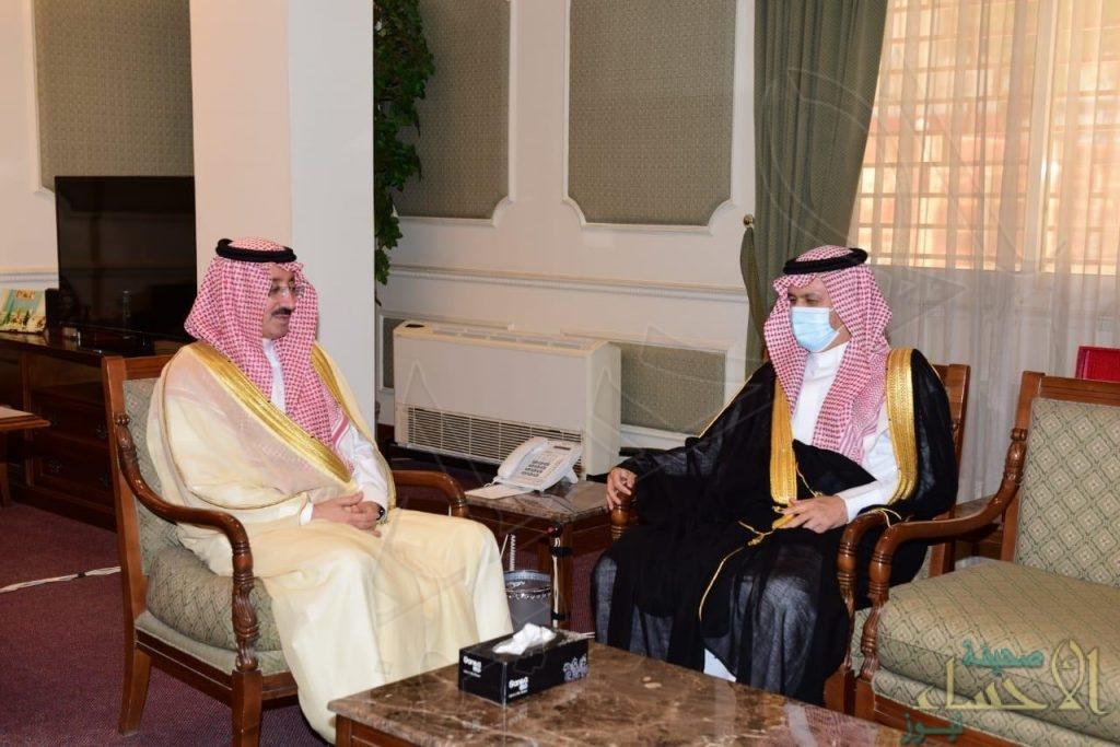 """سمو """"الأمير بدر بن جلوي"""" يطّلع على تقرير بدء العام الدراسي الجديد لتعليم الأحساء"""