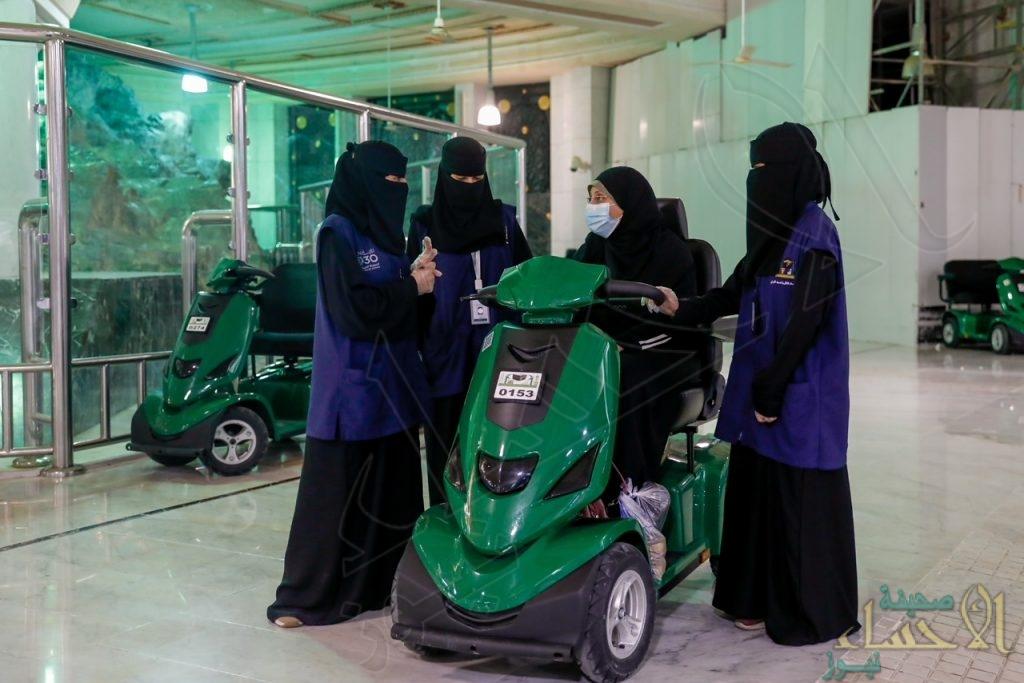 """فتيات سعوديات """"مطوفات"""" يخدمن قاصدات المسجد الحرام (صور)"""