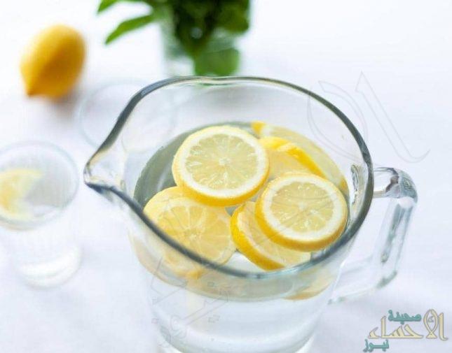 اكتشاف خطورة بالغة لتناول الماء الدافئ بالليمون