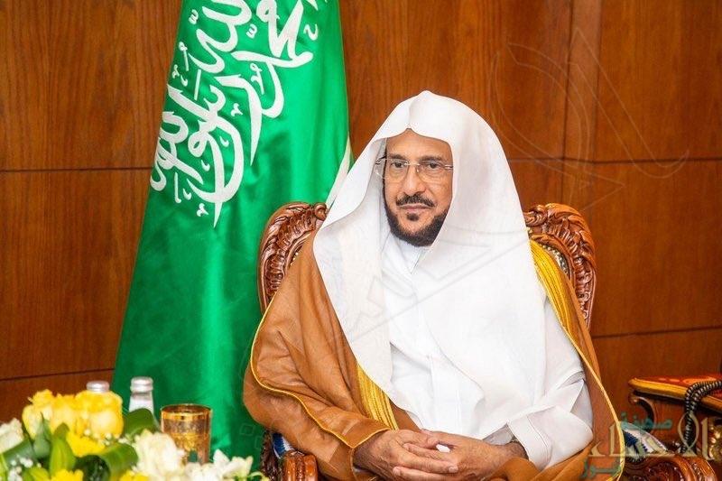 وزير الشؤون الإسلامية يوجه منسوبي المساجد بتذكير المصلين بالإجراءات الوقائية