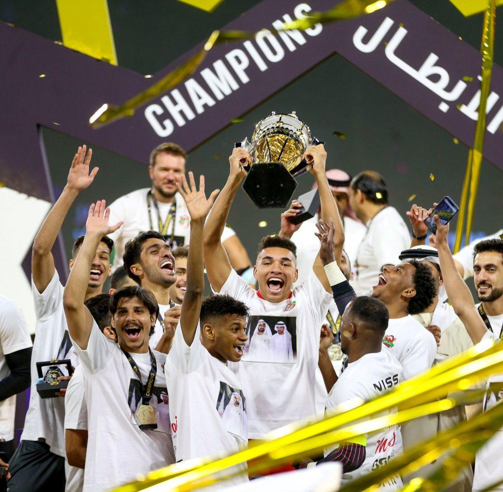شباب الأهلي يتوج بكأس السوبر الإماراتي (صور)