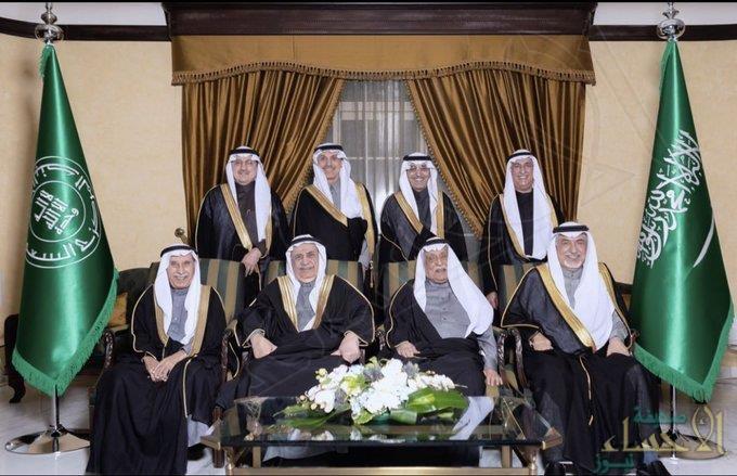 3 وزراء و5 محافظين .. ما قصة الصورة التي جمعت قادة القطاع النقدي في المملكة خلال 30 عامًا؟