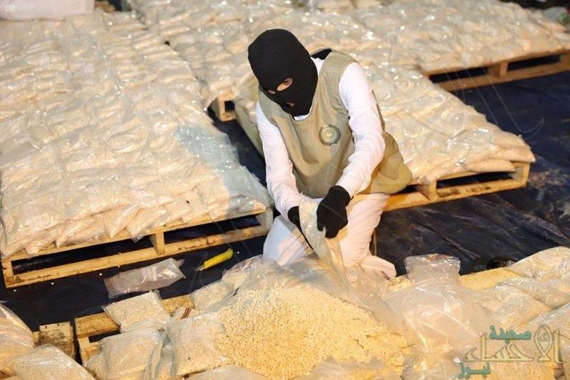 إحباط محاولة تهريب أكثر من 20 مليون قرص أمفيتامين مخدر مخبأة داخل شحنة فاكهة العنب
