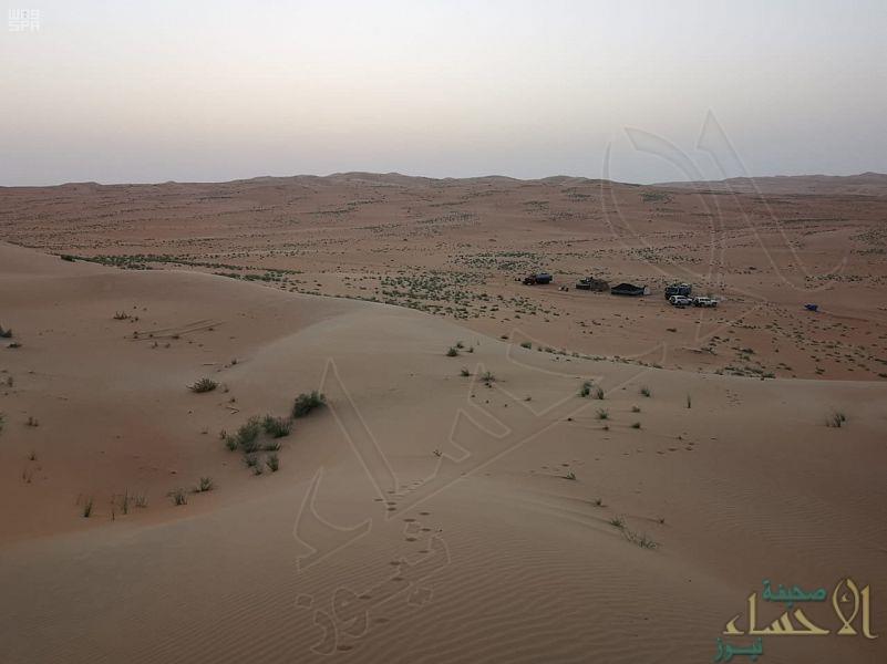 """""""شرطة الأحساء"""" تتمكن من العثور على مواطنين تاها بصحراء """"الربع الخالي"""""""
