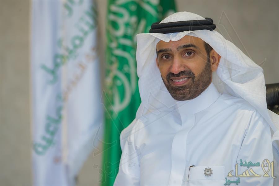 """وزير الموارد البشرية يقرر قصر مهن ووظائف خدمة العملاء """"عن بعد"""" على السعوديين (إنفوجراف)"""