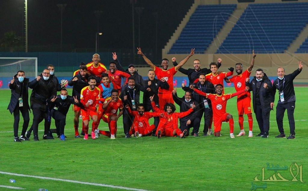 """النصر يترنح بخسارة القادسية و """"الهلال"""" يعود لطريق الانتصارات ويكتسح الاتفاق بثلاثية"""