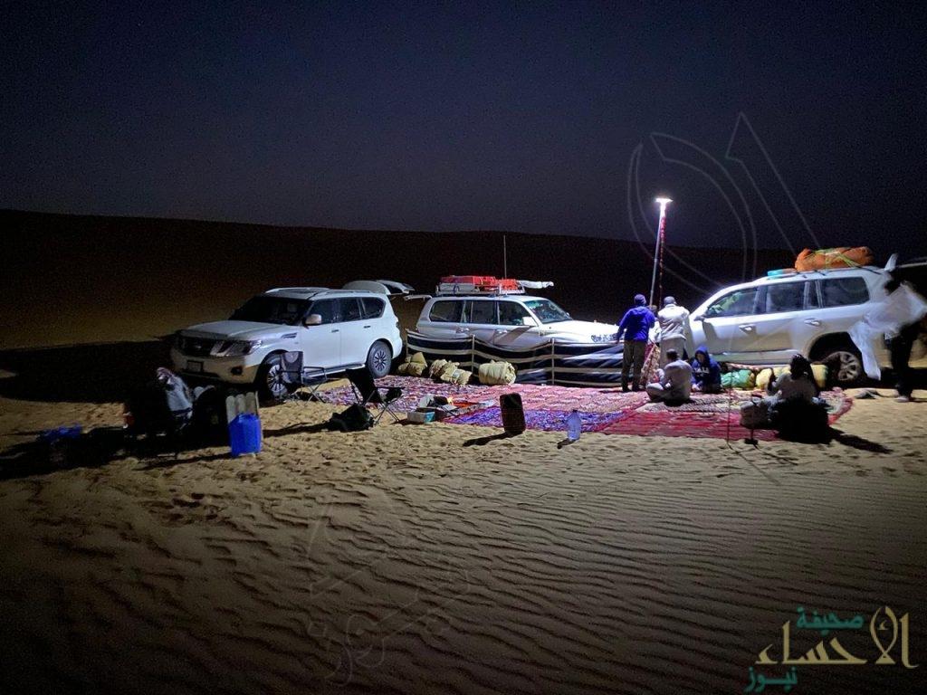 بالصور … مغامرون سعوديون يقفون على موقع مضرب النيزك في الربع الخالي