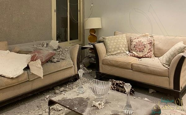 لقطات من مكان سقوط شظايا الصاروخ الباليستي .. وصاحب المنزل يروي التفاصيل (فيديو)