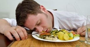 تعرّف على سبب الشعور بالنعاس بعد الأكل
