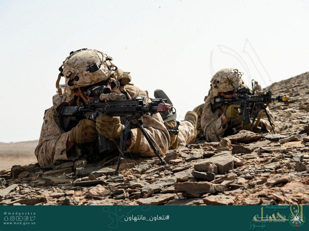 """بين القوات البرية السعودية والأمريكية… ختام المناورات العسكرية المشتركة """"مخالب الصقر 3"""" (فيديو)"""