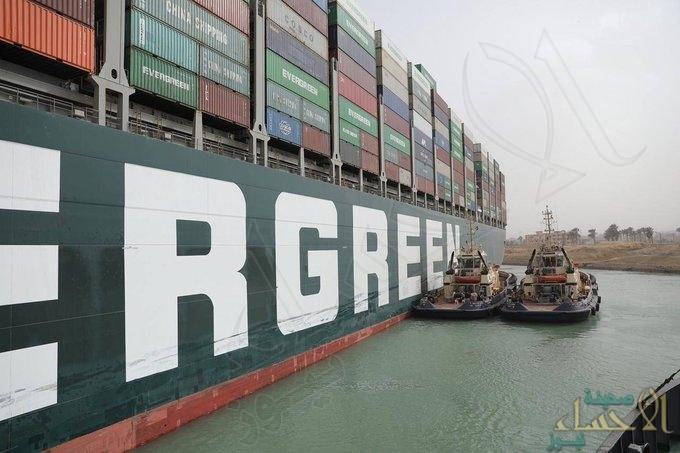 """تعويم جزئي لسفينة الحاويات """"إيفر جيفن"""" الجانحة في قناة السويس"""