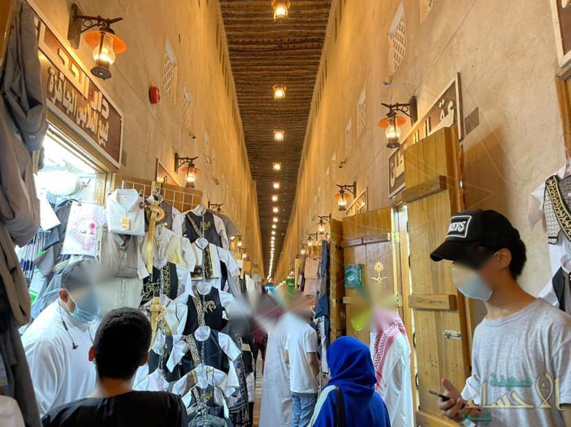 """تجاوزات احترازية بـ""""سوق القيصرية التاريخي"""" خلال رمضان .. و""""الأحساء نيوز"""" تدق ناقوس الخطر!!"""