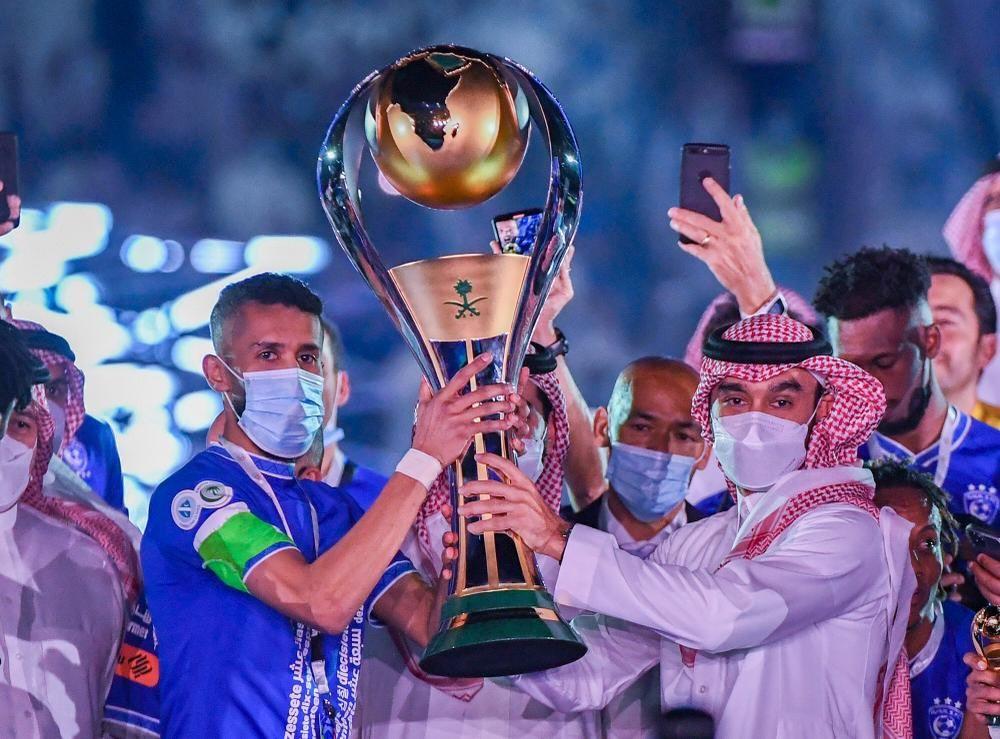 """""""وزير الرياضة"""" يتوج """"الهلال"""" بلقب دوري كأس الأمير محمد بن سلمان للمحترفين"""