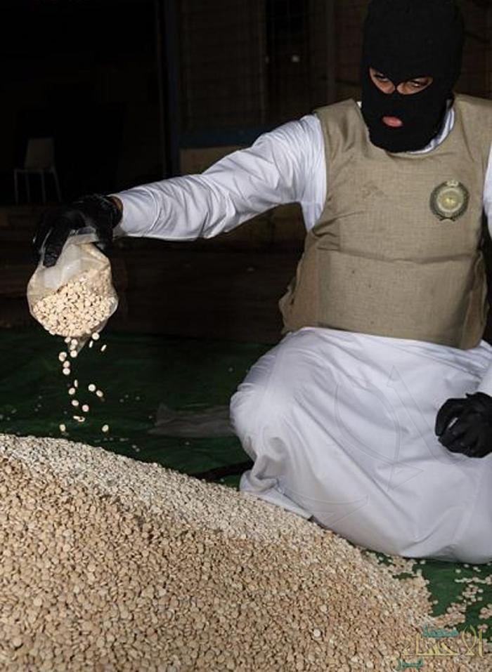 إحباط تهريب 2.7 مليون قرص إمفيتامين مخدر مخبأة داخل سقف مقطورة