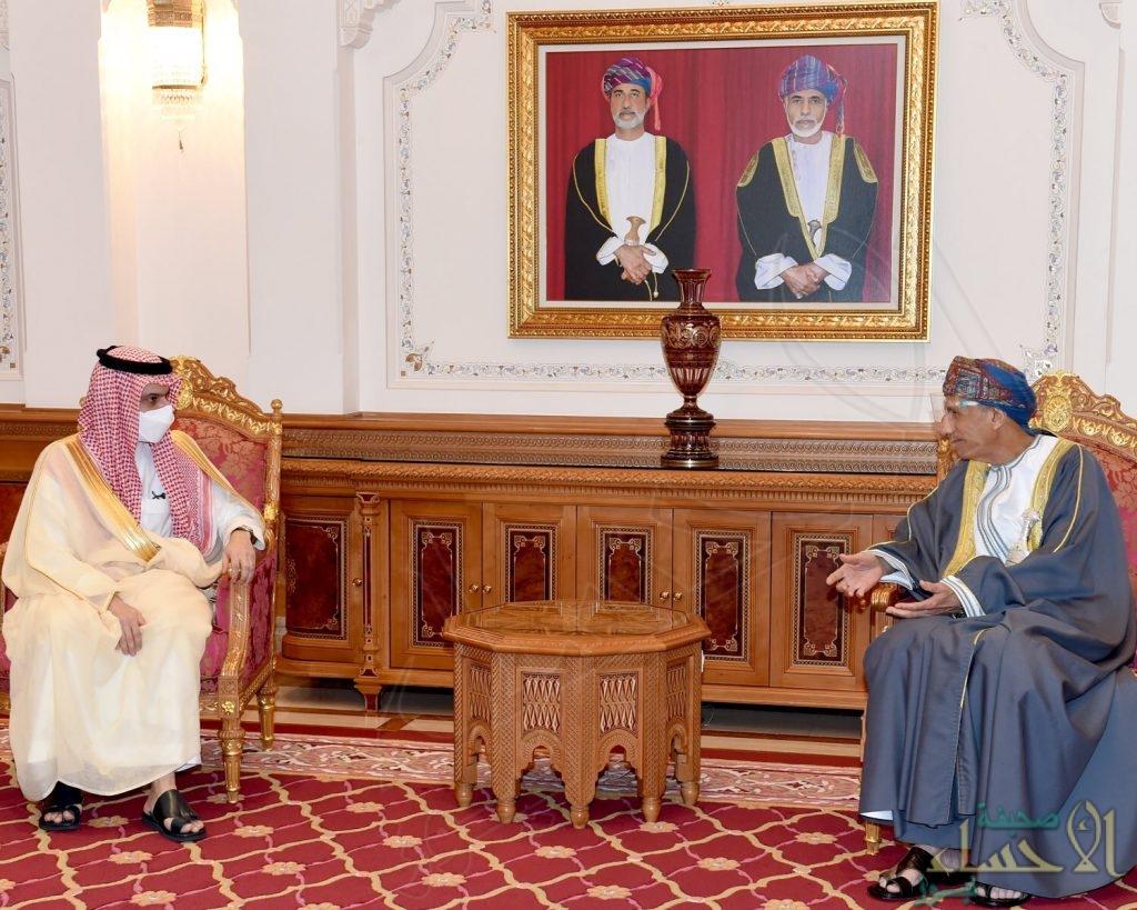 خادم الحرمين الشريفين يدعو سلطان عمان لزيارة السعودية