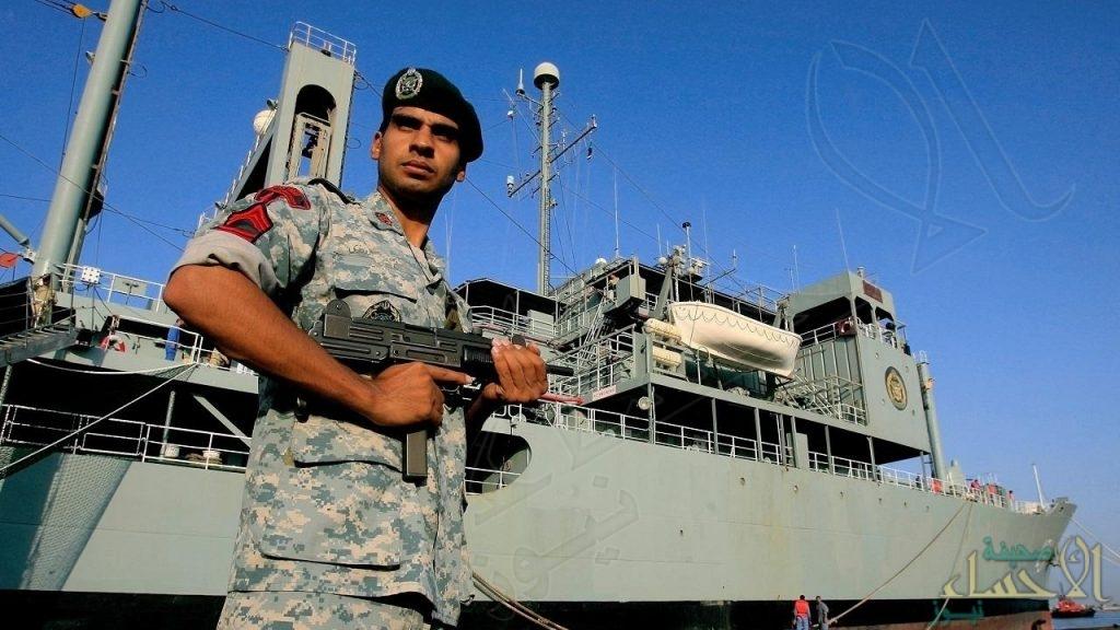عقب اندلاع حريق على متنها .. غرق أكبر سفينة تابعة للبحرية الإيرانية في خليج عمان