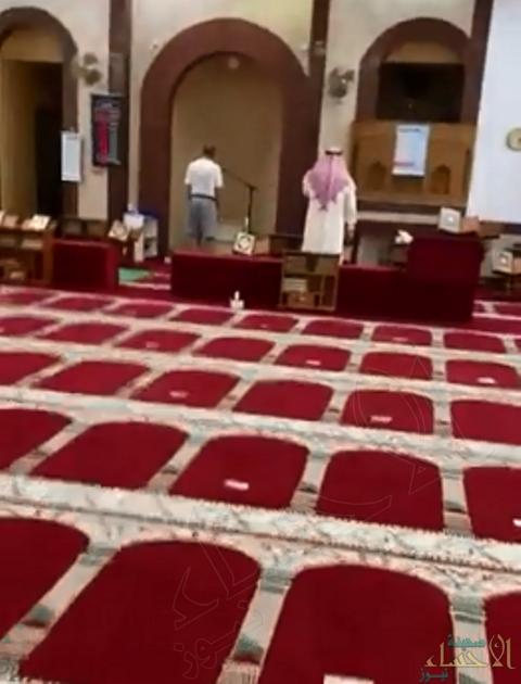 """الكويت.. إيقاف مؤذن رفع الأذان وهو يرتدي """"شورت"""" (فيديو)"""
